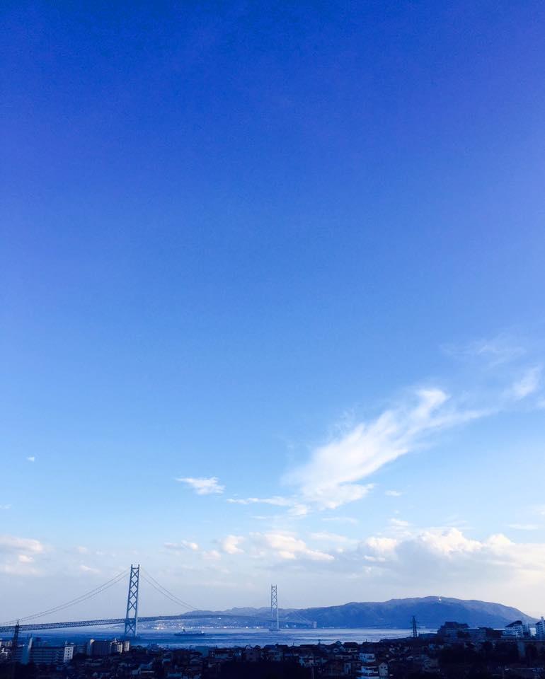 青空と明石海峡大橋