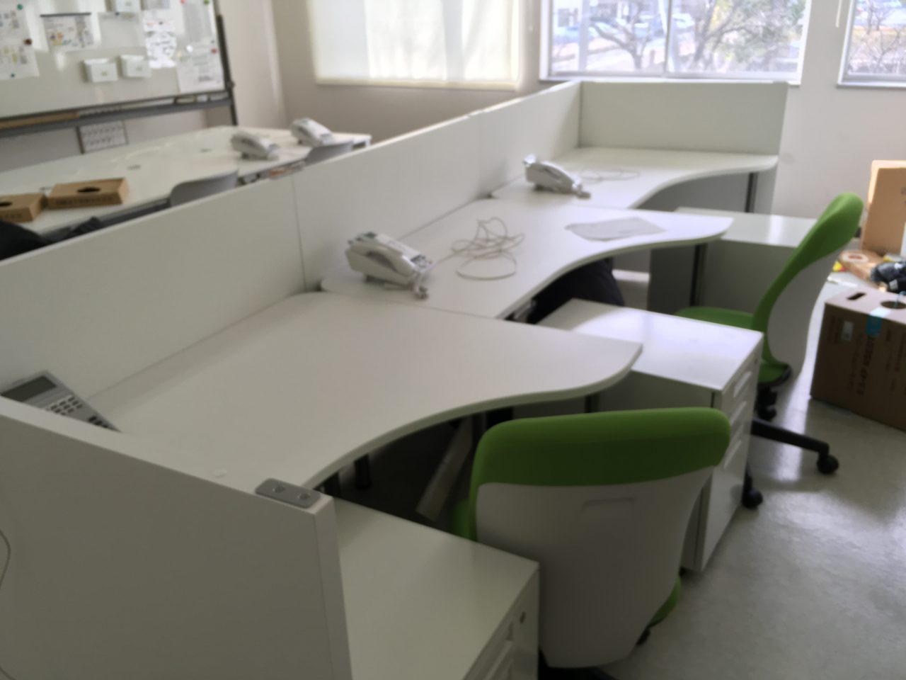 ごちゃごちゃした配線をきれいに、古くなった備品、スペースの有効活用、いろんな課題を「オフィスレイアウト設計」で解決