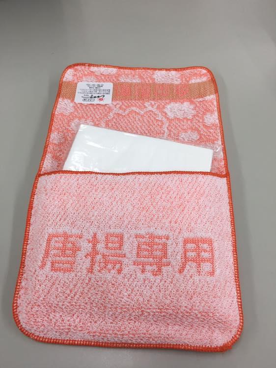 用途はもうわかりますね!日本唐揚協会様のティッシュ付きポケットタオル!