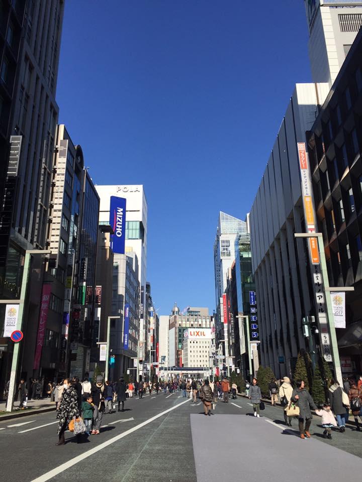 快晴の東京銀座にて