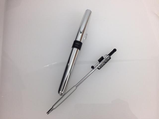 意外と持ちやすく、書きやすい!デザイン重視と思いきや機能性に優れたボールペン!!