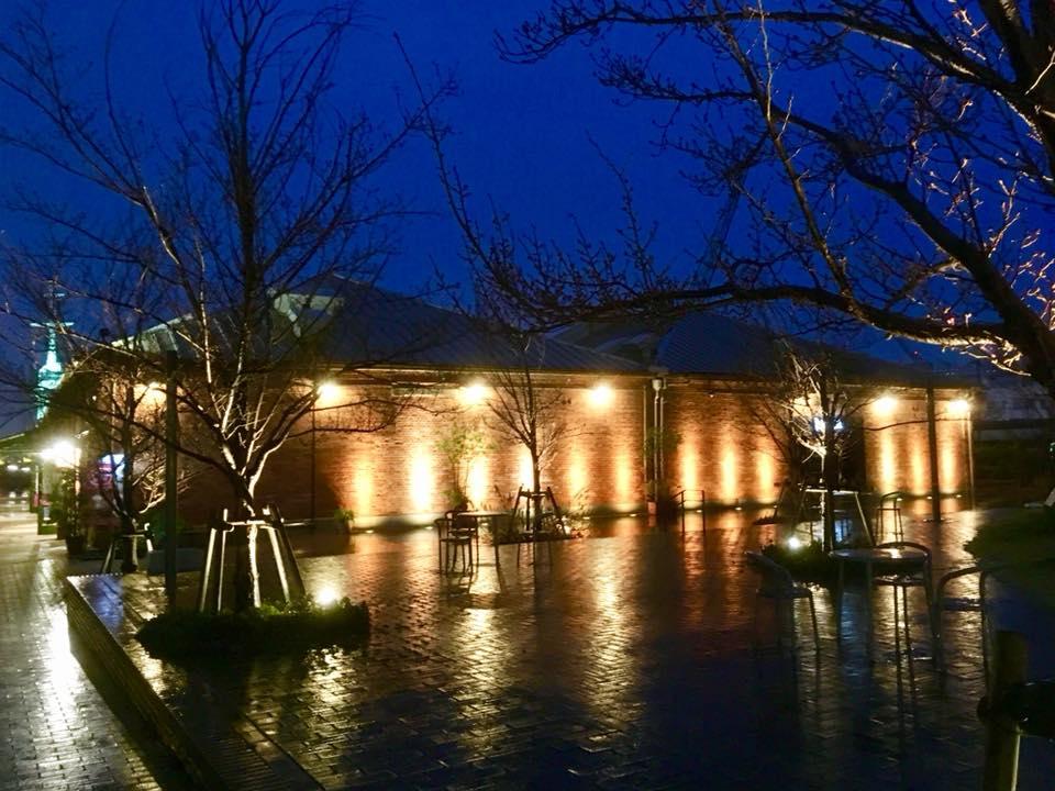 雨の神戸煉瓦倉庫にて