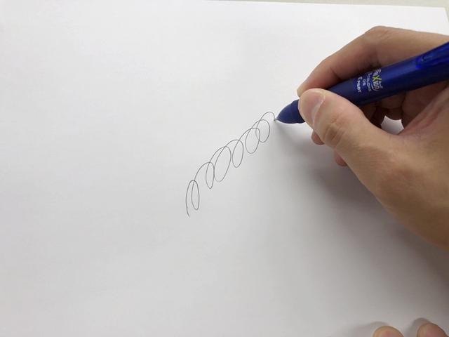 世界累計販売本数20億本を突破した、人気の消せるボールペン『フリクション』