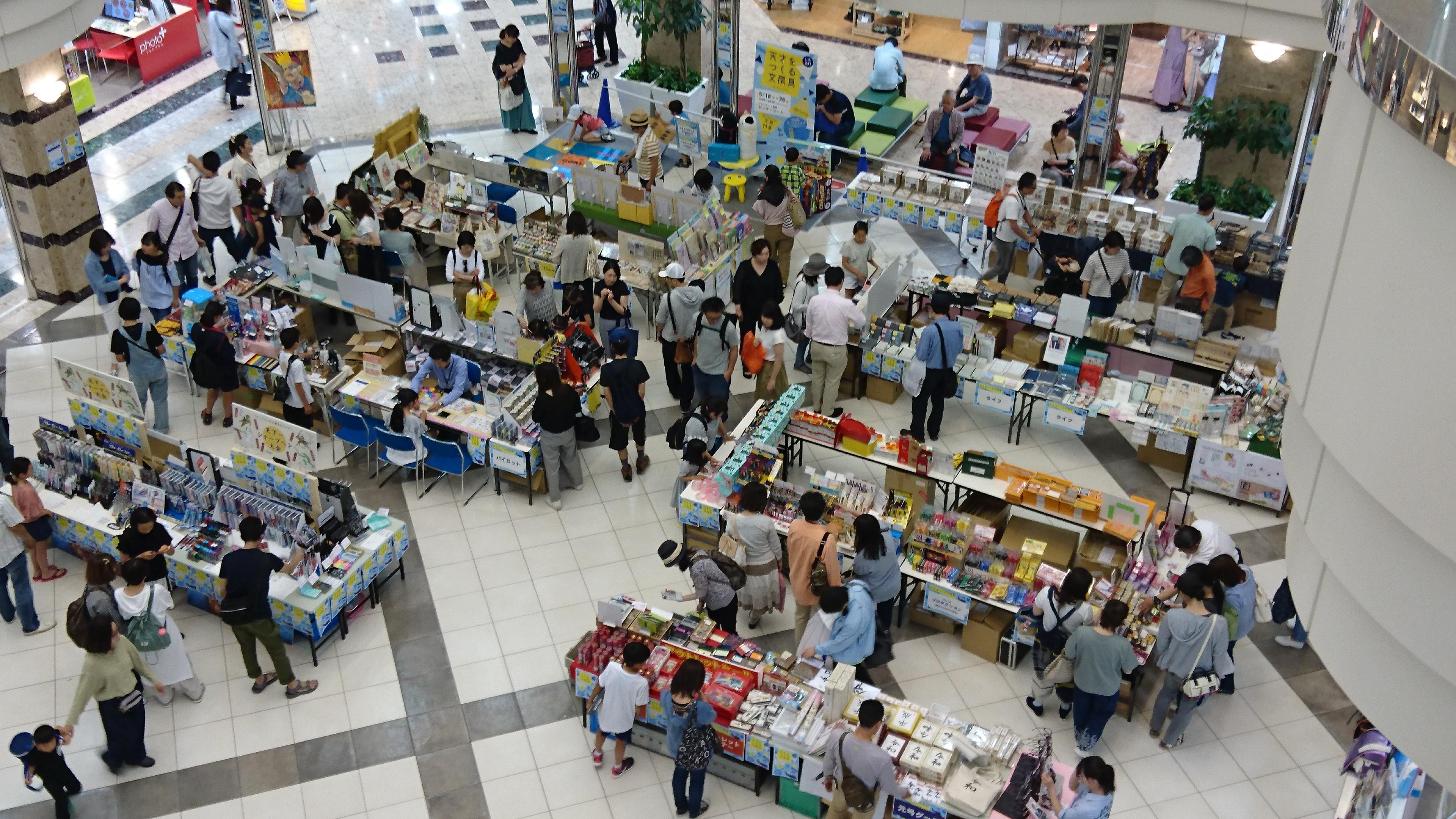 【プレンティ店】話題の文房具や新製品などを体験できたり、ワークショップが楽しめる『文具の学校』