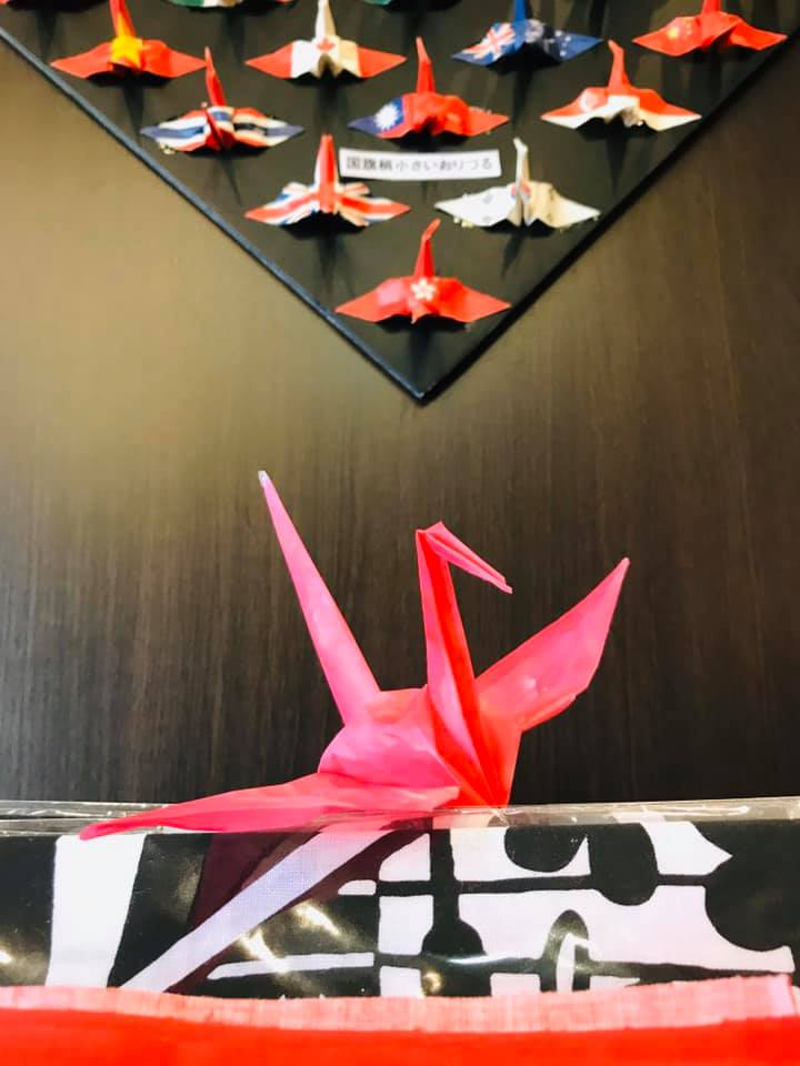 Kobe INK物語で折鶴創作